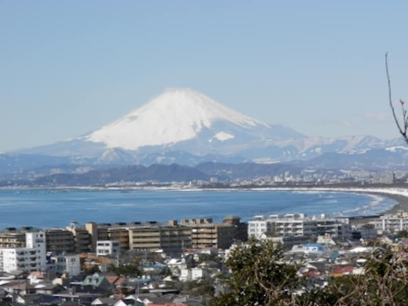 仏舎利塔から望む富士山や相模湾