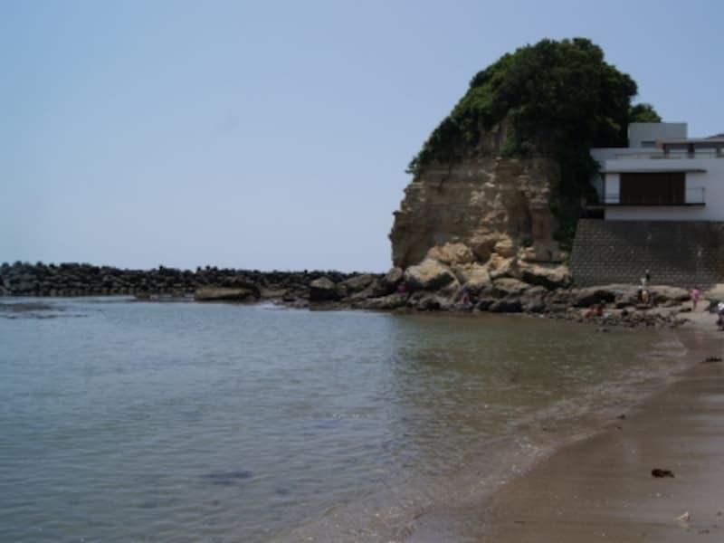 七里ヶ浜より見た小動岬