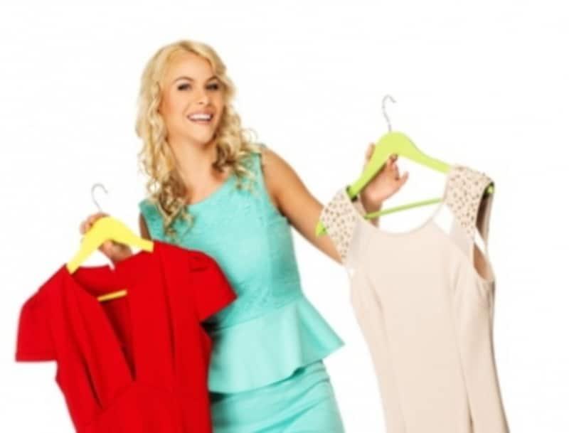 女性とドレスの写真
