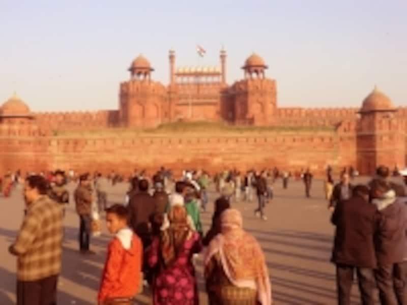 「赤い城」を意味するラールキラーはデリーのシンボル。シャー=ジャハーンによって建設された