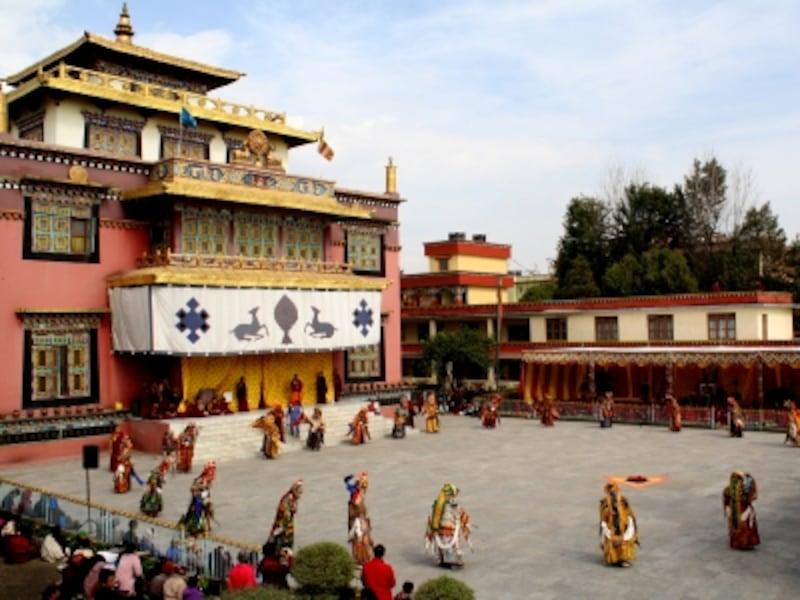 チベット僧院の宗教儀式チャム