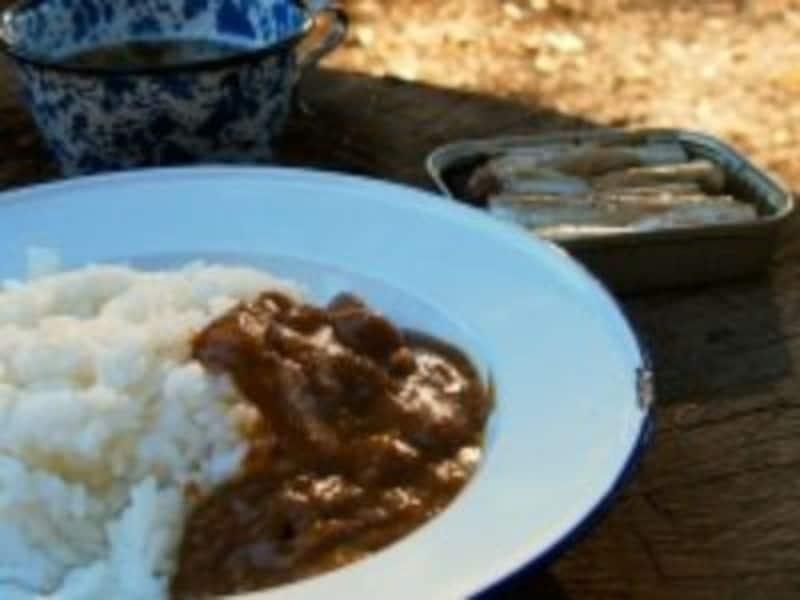 燻製カレーとオイルサーディン。燻すだけで豊かな味わい