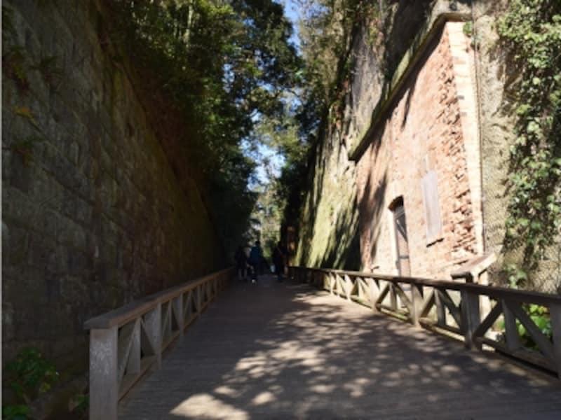 明治時代のレンガ造りの要塞エリア