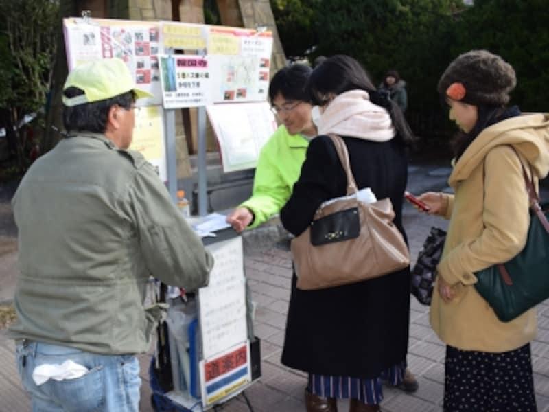 鎌倉駅西口の時計台広場