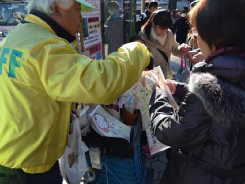 鎌倉駅東口改札を出てすぐ