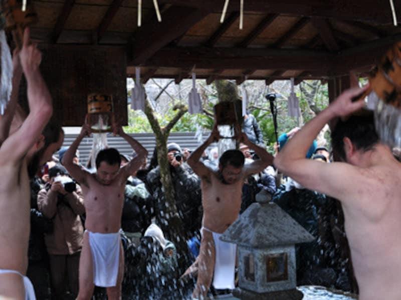 大国祷会の水行(長勝寺)