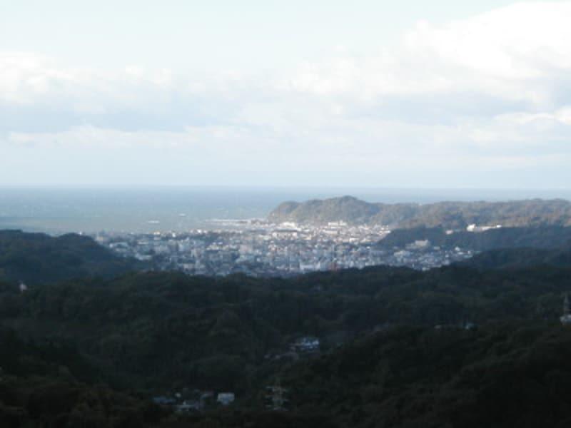 海と山に囲まれた鎌倉の市街地