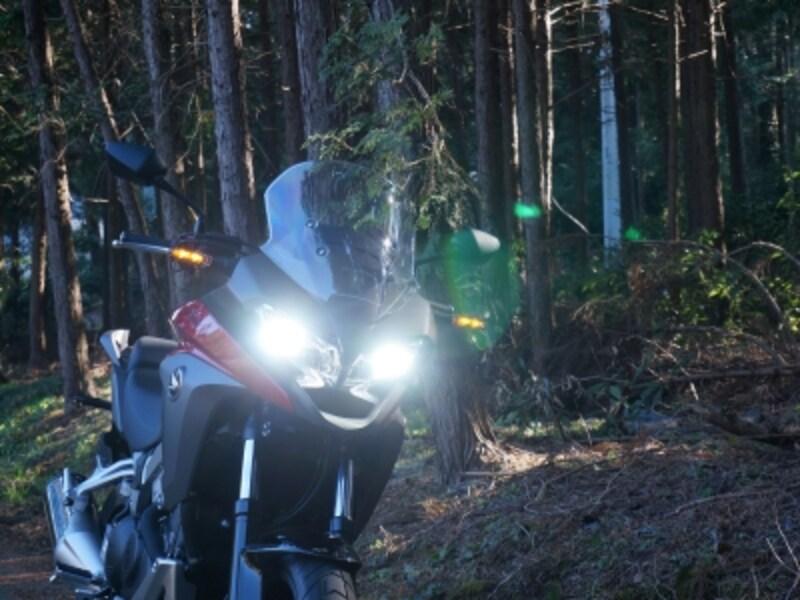 VFR800Xとても明るいLEDヘッドライト