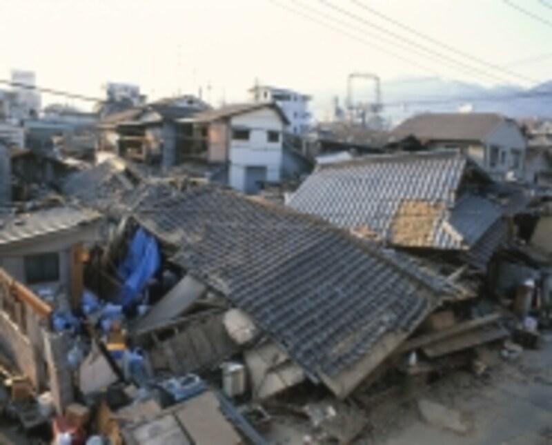 阪神淡路大震災で倒壊した家屋