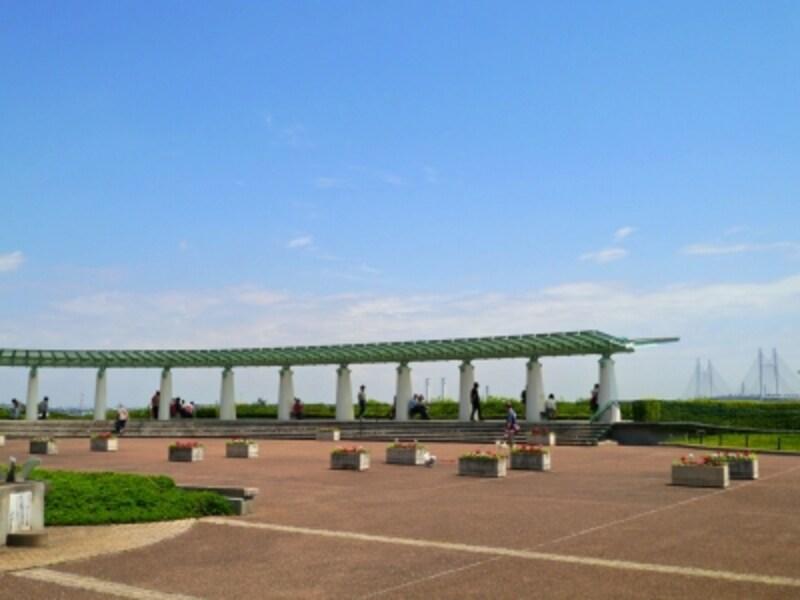 今も昔も横浜を代表する観光スポット・港の見える丘公園の展望台(2014年5月16日撮影)