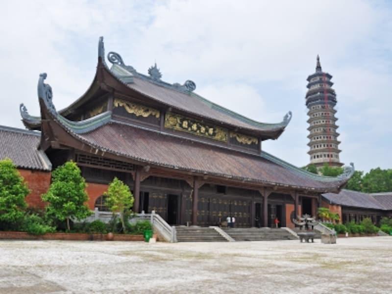 バイディン寺の釈迦仏殿と多層塔