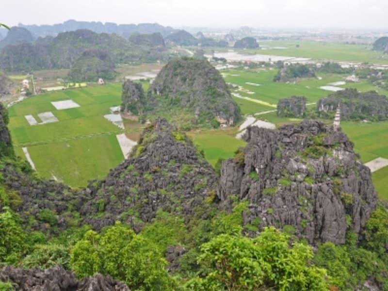 ハンムア寺の山頂から見下ろすハンムア村