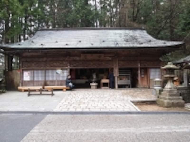 昔の女性は、ここでお参りをしました。高野山だけでなく、古くからの仏教の聖地は、多くが女人禁制になっていました