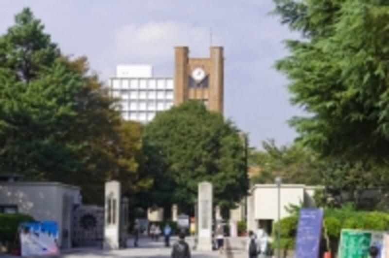 東京大学や慶応大学など、難関大学の赤本は、ぜひオークションでゲット!