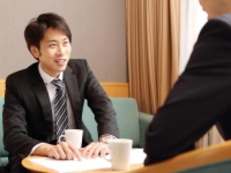 見込客の心をつかむには、2つの営業トークをうまく使うことが重要です