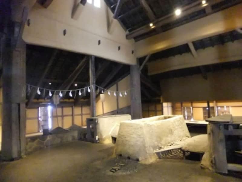 菅谷たたら「高殿」の室内
