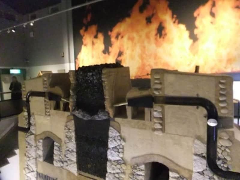 「たたら」の炉の構造断面の実物大模型(1)/奥出雲たたらと刀剣館