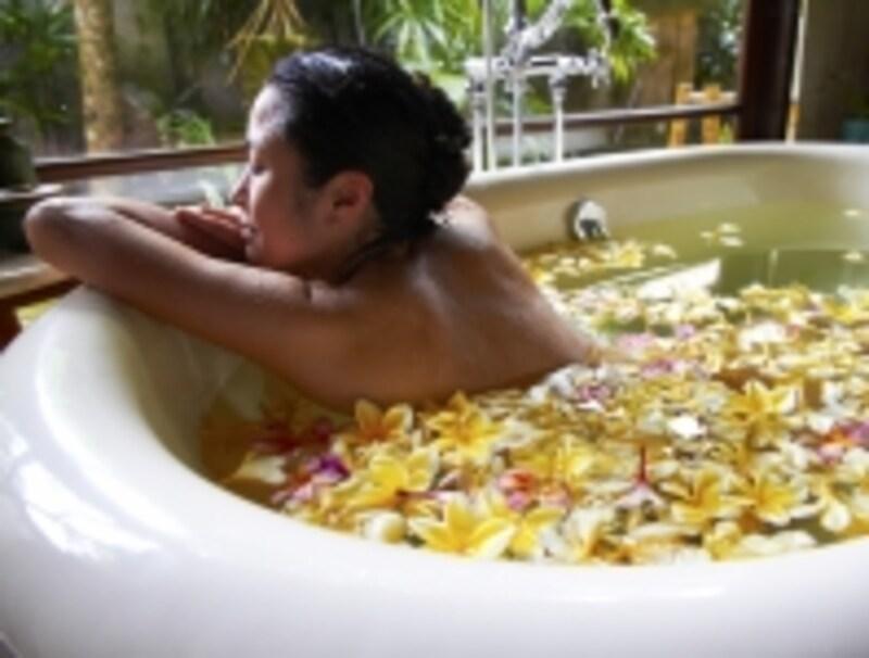 お湯の温度は42℃を境に、体への作用が真逆になります。副交感神経を整え、リラックスするには40℃以下が望ましいでしょう