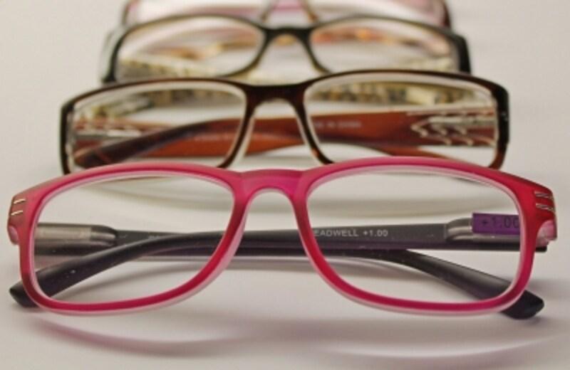 眼鏡やコンタクトレンズは費用がかさむだけに、医療費控除の対象になると助かるけれど……