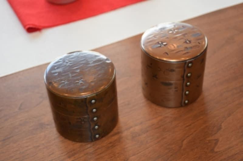 茶筒undefined新品(右)と使い込んだもの(左)
