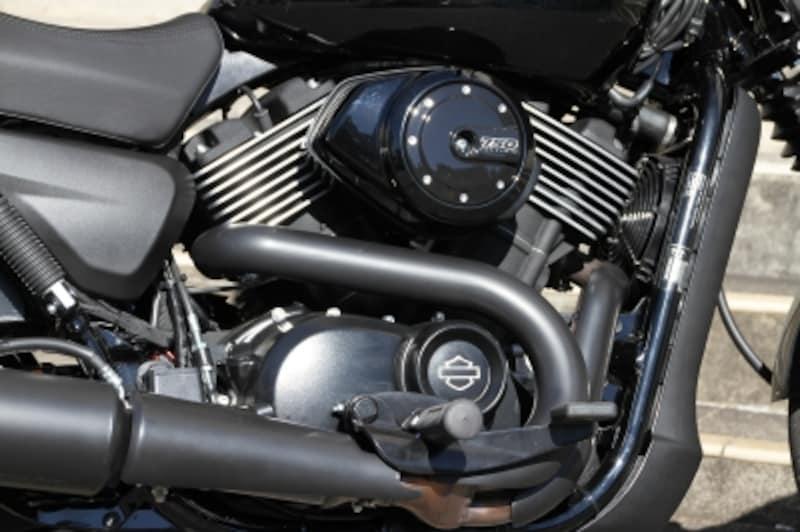 エンジンは水冷Vツイン『レボリューションX』