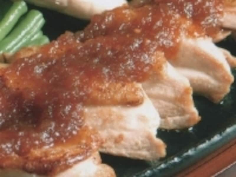 「シャモロックモモステーキ青森りんごおろしソース添え」は1300円。