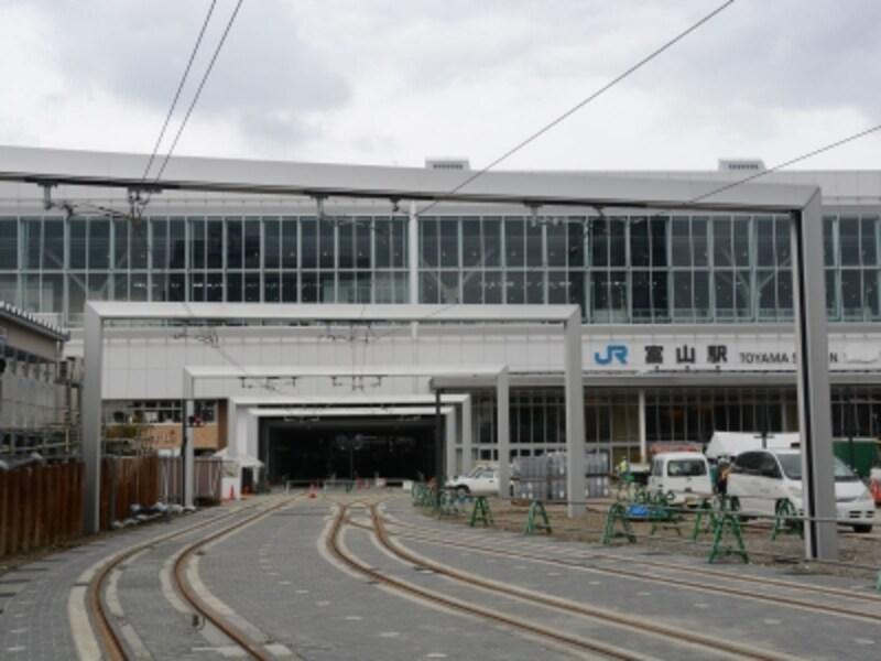 新幹線富山駅の高架下
