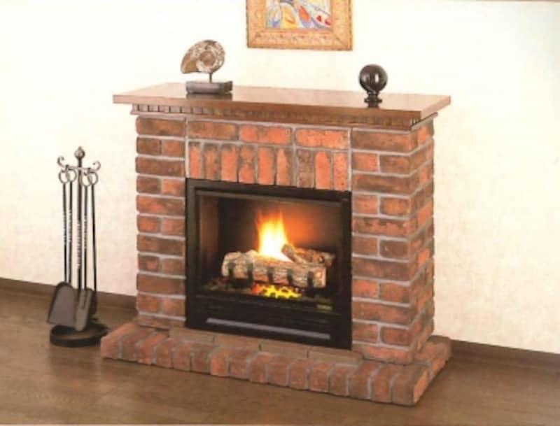 レンガ造りのスタンダードなスタイルの暖炉