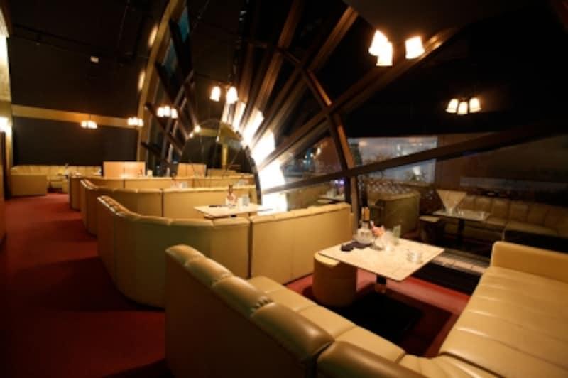 大きな窓から眺める長崎の夜景は素敵です