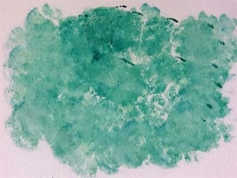 緑色の絵の具を使ってタンポでポンポン!