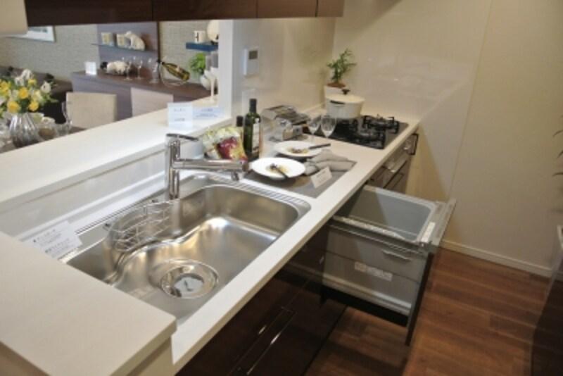 「オーベルグランディオ吉祥寺II」のモデルルームのキッチン