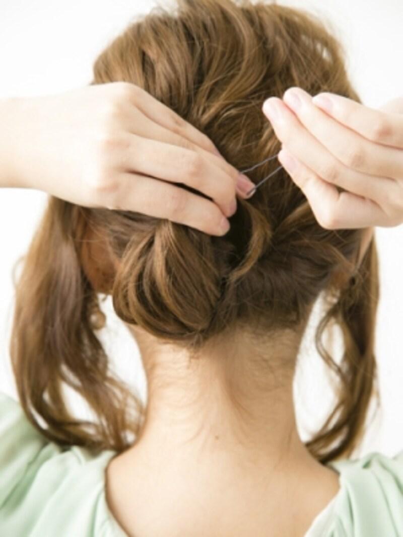 毛先を丸め上げてまとめ髪に【大人っぽいシニヨン風アップヘアスタイル】