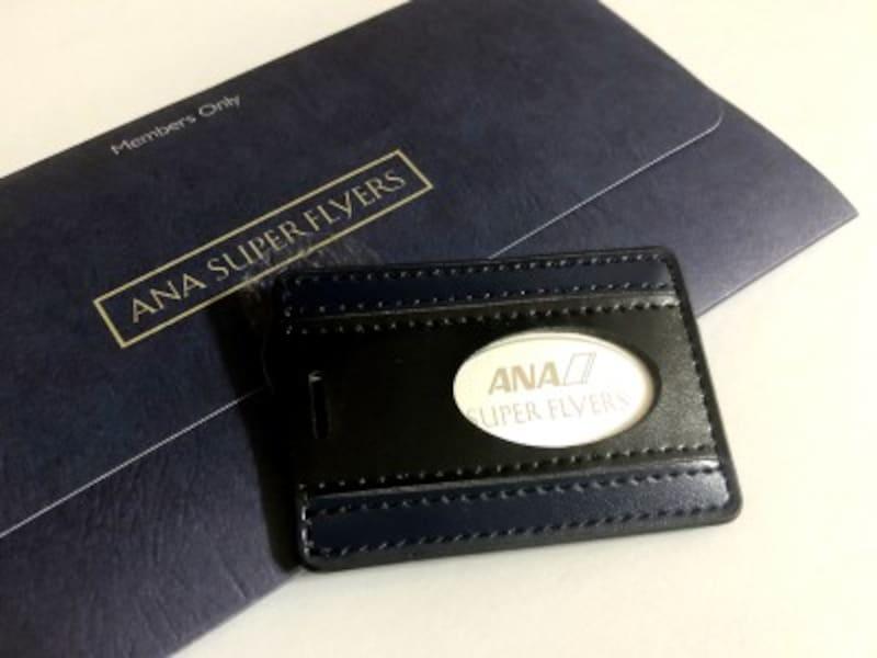 ANAスーパーフライヤーズカードを取得すると特製のネームタグが進呈されます