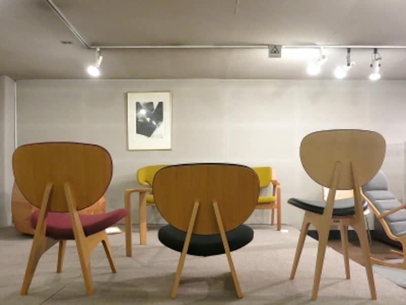 低座椅子の兄弟の背面の画像