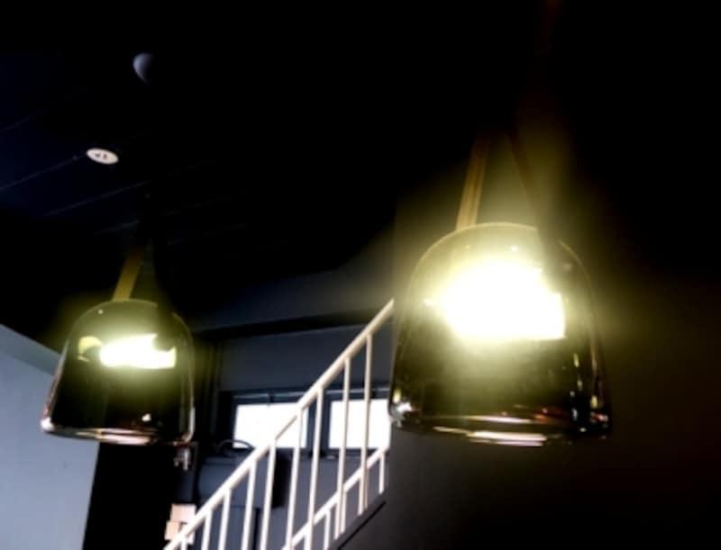 新規扱いを検討中のランプ。チェコで200年続くガラス工場で作られている。