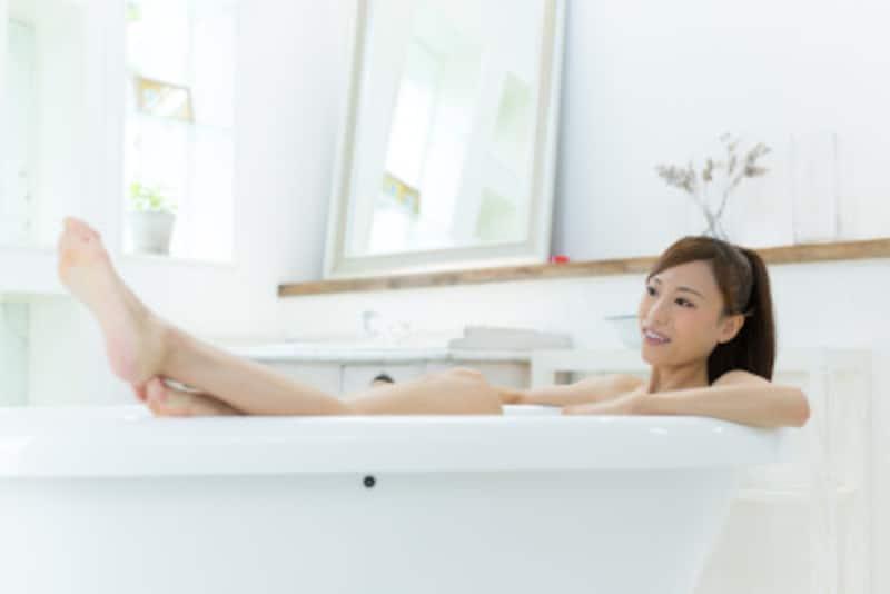 湯船で体を温めることもむくみケアに!