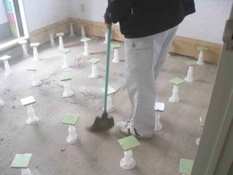 マンションのスケルトン状態の床