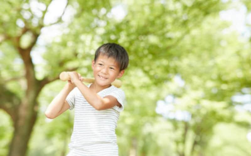 子どもや初心者は軽めでミドルバランスのバットがおすすめ