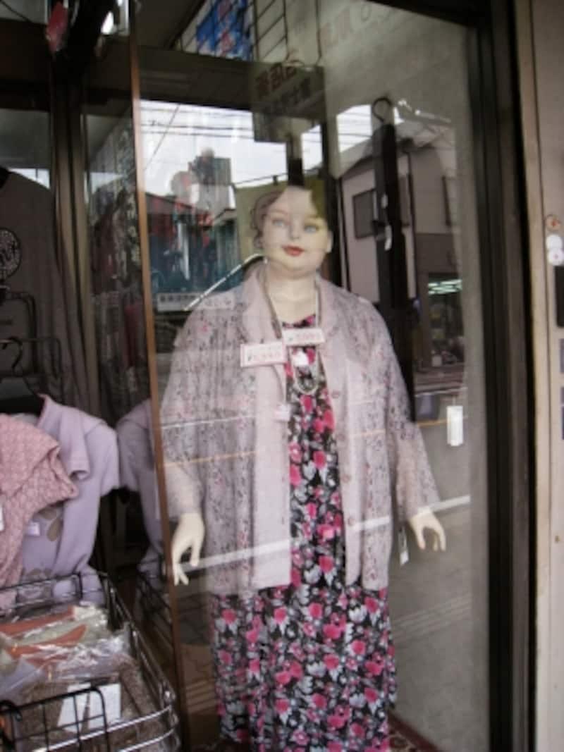 富士洋品店のマネキン。