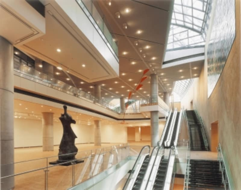 地下2階から階上を望む