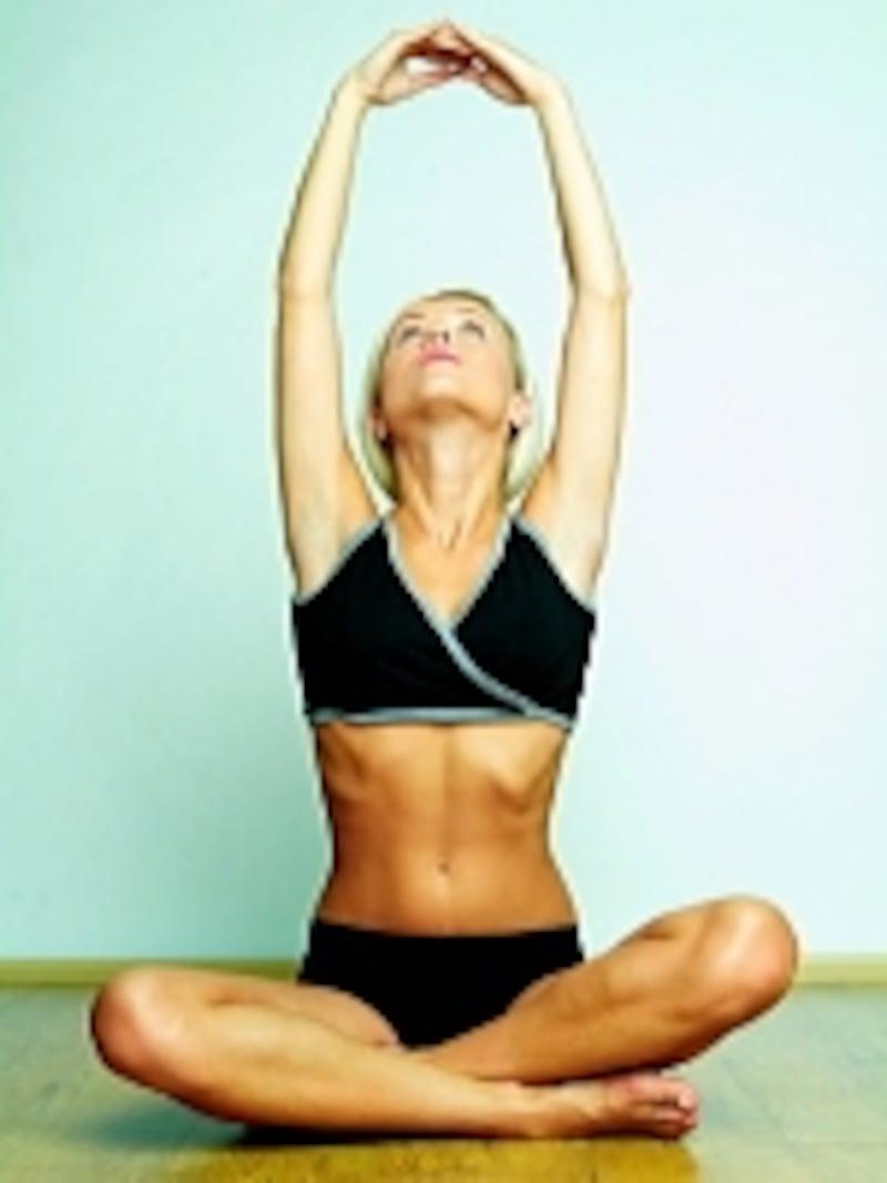 気持ちよく体を伸ばせば、コリもほぐれてリラックス!でも、これだけではありません。ストレッチにはダイエット効果も?