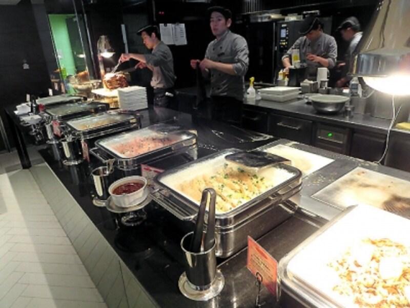 主菜のブッフェ台