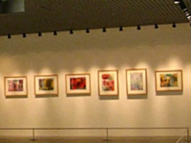写真1.絵画をスポットライトで照明している例