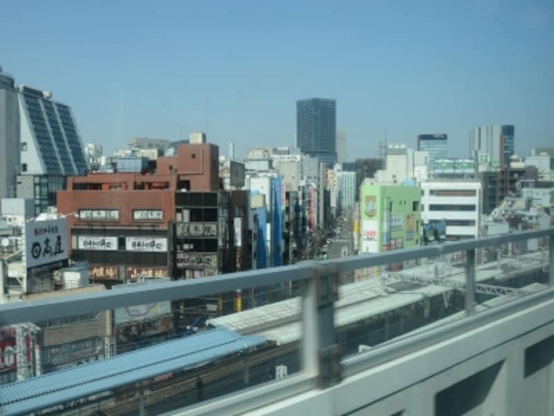神田駅を見下ろすように上野方面へ向かう