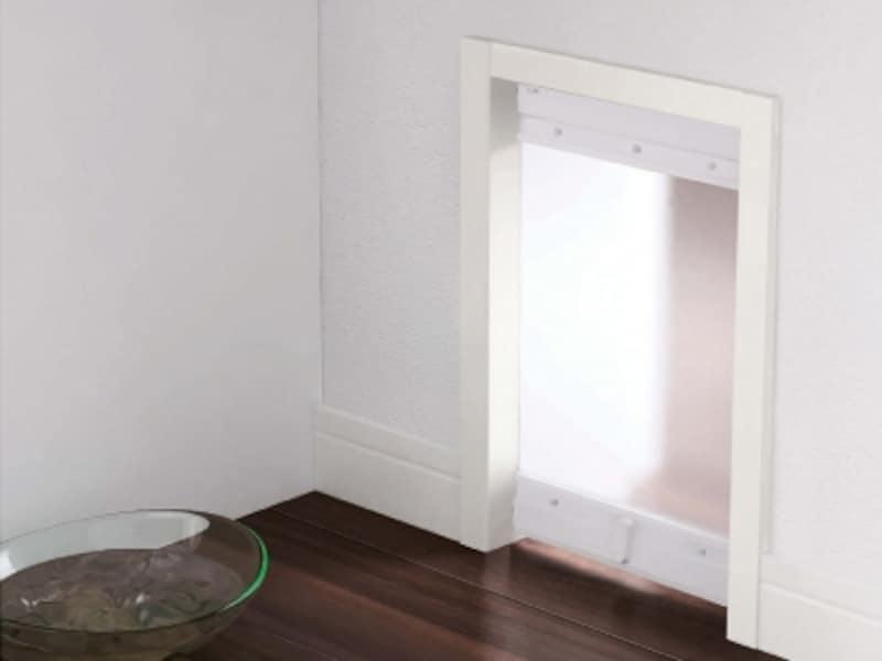 部屋間移動ができるペット専用の壁内くぐり戸。ドアがつけられない場所に適する。[ペット壁内くぐり戸]undefinedDAIKENundefinedhttps://www.daiken.jp/