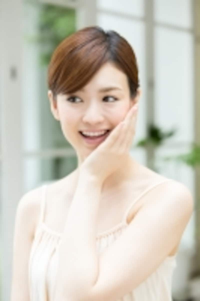 春の陽射しに輝く美しい肌は女性を魅力的にしてくれます