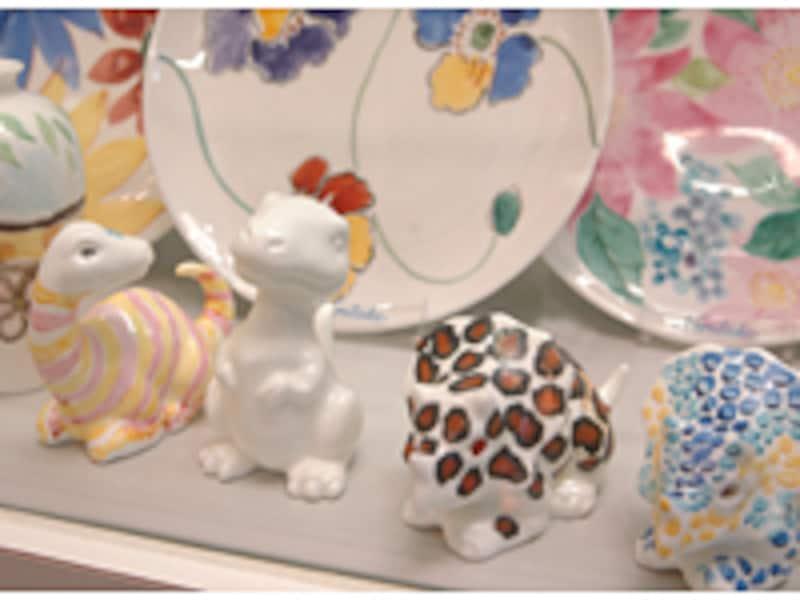 皿やかわいい置物に絵付けができるノリタケクラフトセンター