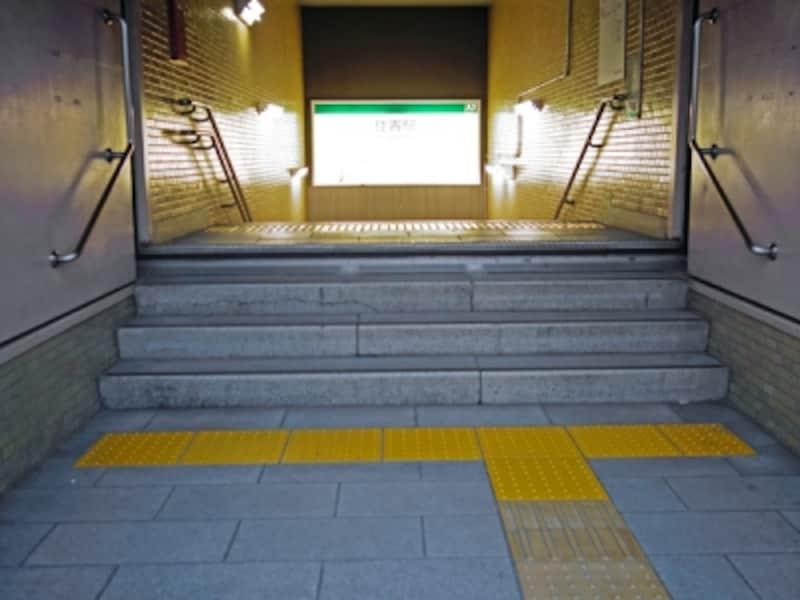 地下鉄駅の出入り口