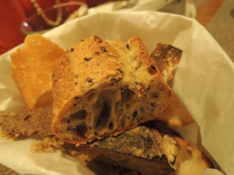 ランチはさまざまなパンをテイスティングできる機会でもある