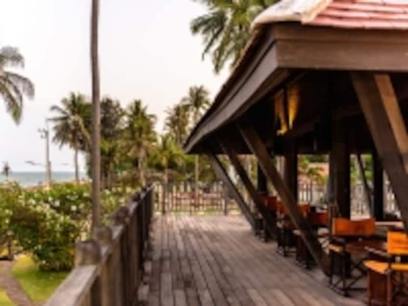 エヴァソンのカフェバーもビーチ通りに面している